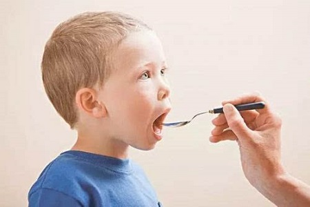 不能给宝宝乱吃药品,不然后果很严重