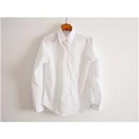 简约的白衬衫,穿出不一样的风情万种