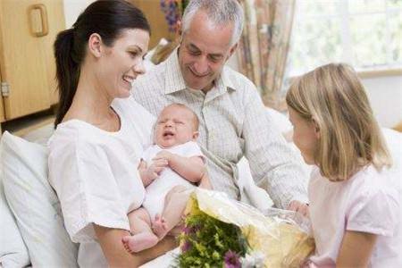 宝妈产后抑郁怎么办,家人应该多点支持多点关怀